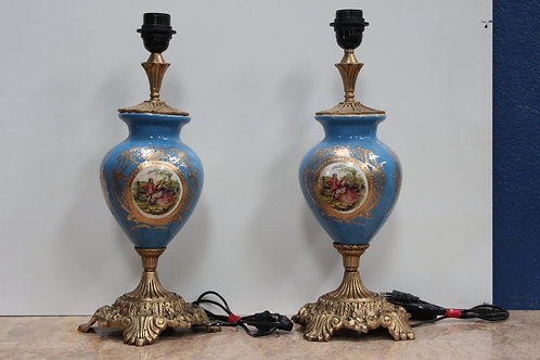 PAIR OF ANTIQUE FRENCH STYLE PORCELAIN BLUE LAMPS WITH BRASS BASE - C84