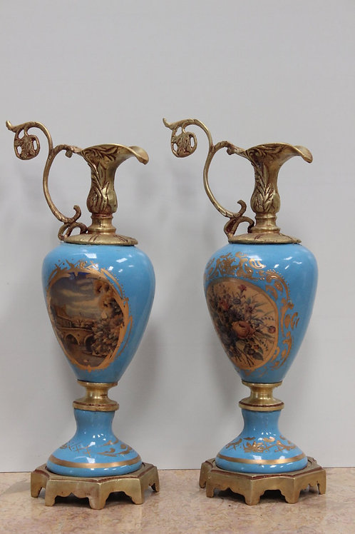 PAIR OF ANTIQUE FRENCH STYLE PORCELAIN BLUE LAMPS WITH BRASS BASE - C82