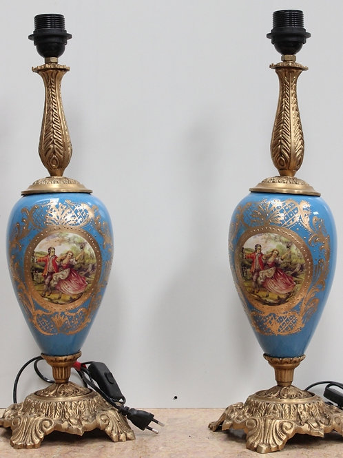 PAIR OF ANTIQUE FRENCH STYLE PORCELAIN BLUE LAMPS WITH BRASS BASE - C78