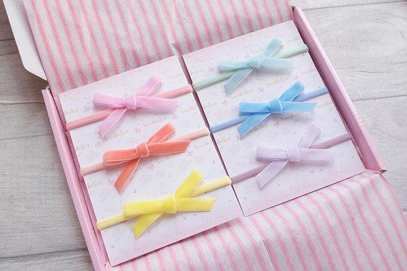 Dainty velvet ribbon tie bow
