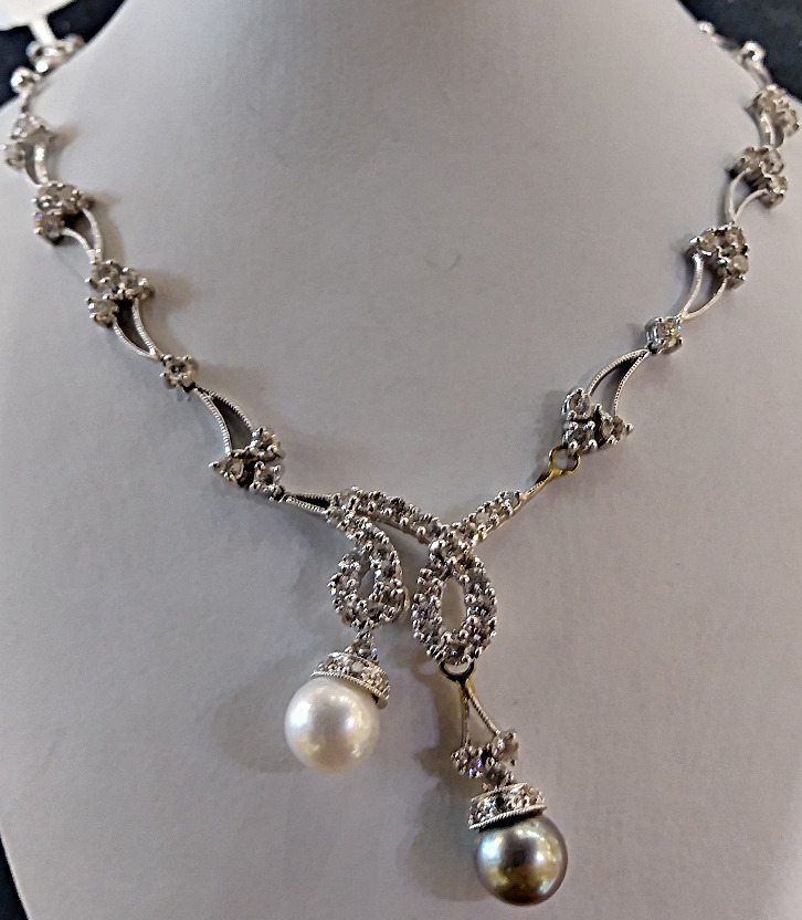 Two tone pearl diamond necklace
