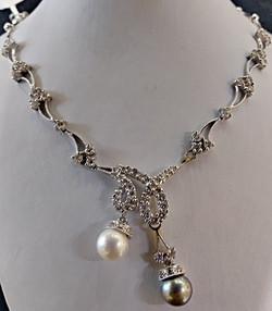 Two tone pearl diamond necklace