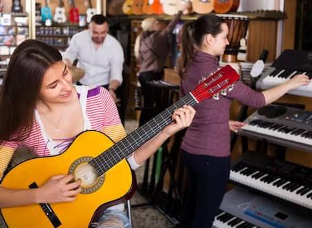 最初に買うべきエレキギターの値段は?オンラインレッスン受講者にもオススメできるギターの価格帯☆