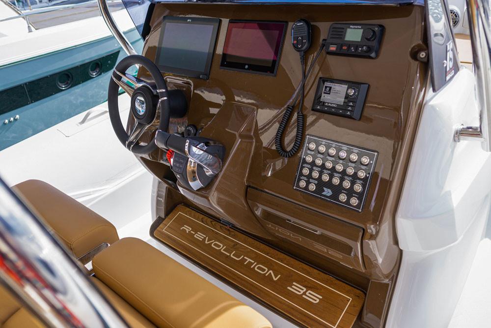 mar.co marine r-evolution 35 console verniciata