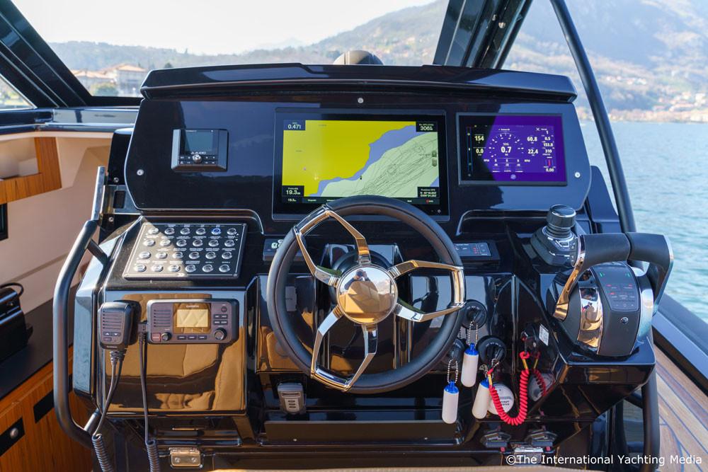 mar.co e-motion 36 black swan edition gussi volante gpsmapxsv 8416 garmin