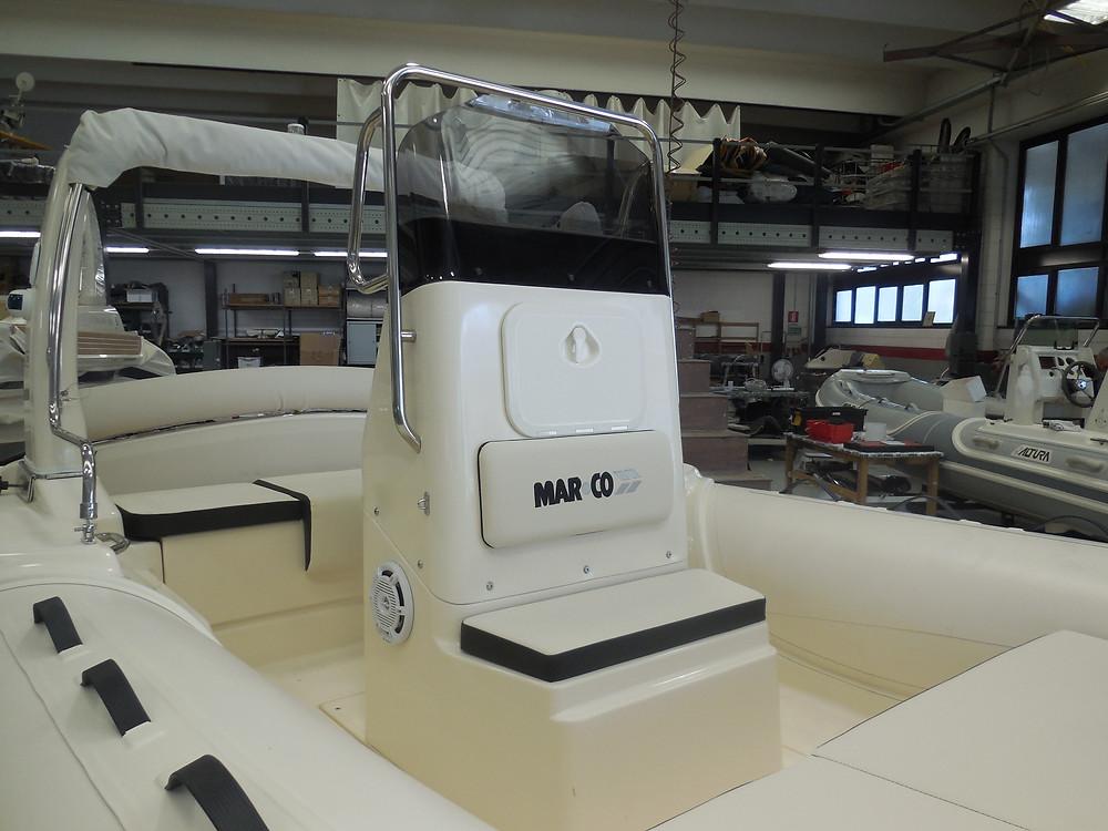 MAR.CO EIGHTEEN | gommone 5.80 metri | console di guida