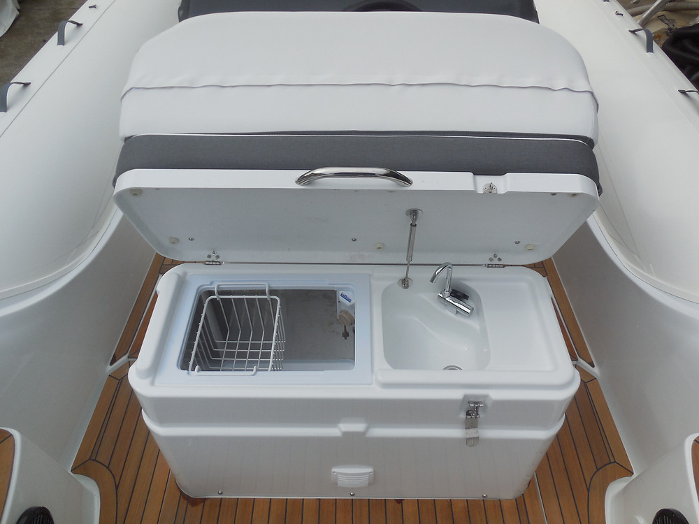 Rigid inflatable boat MAR.CO 8 meters bench seat fridge sink driving