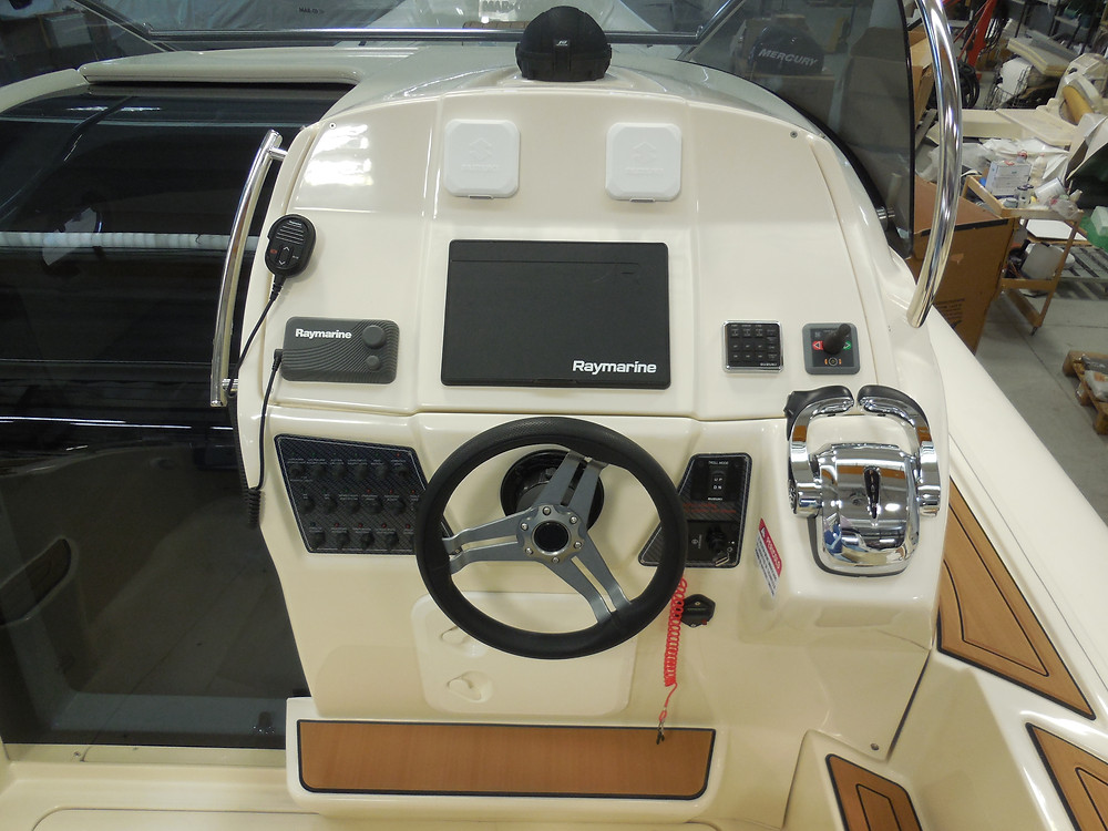 MAR.CO e-motion 32 cabin rib 9 98 meters console helm station