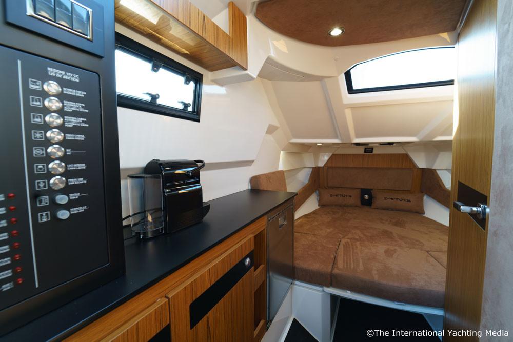 mar.co e-motion 36 black swan edition cabin