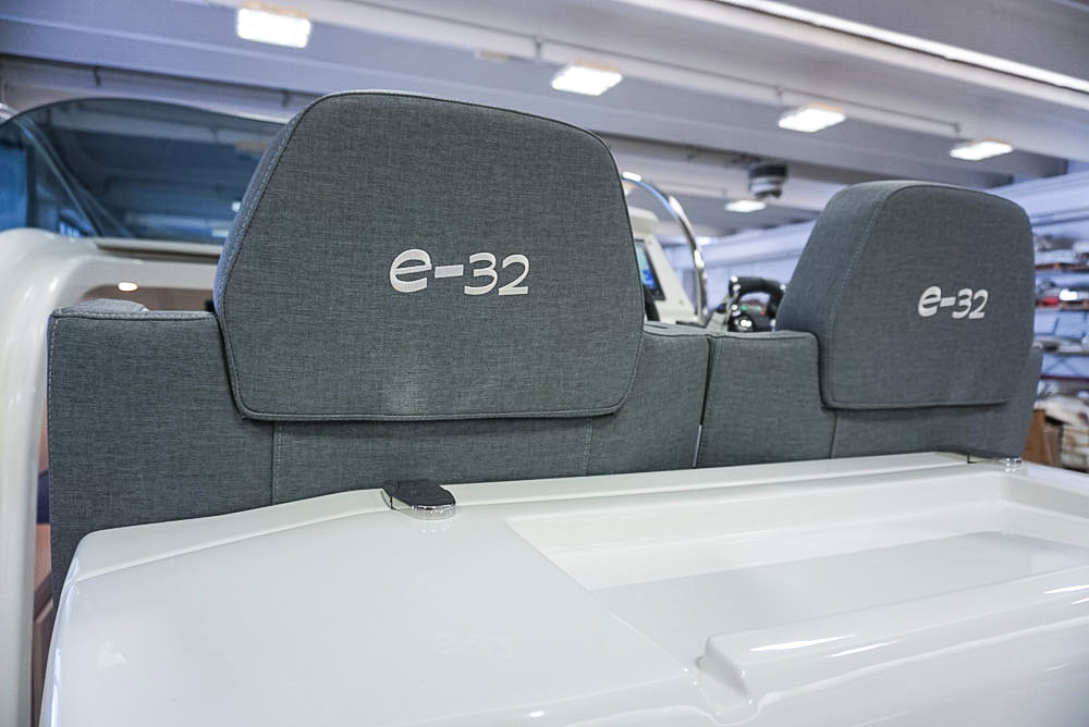 Sedili di guida gommone cabinato di lusso mar.co e-motion 32