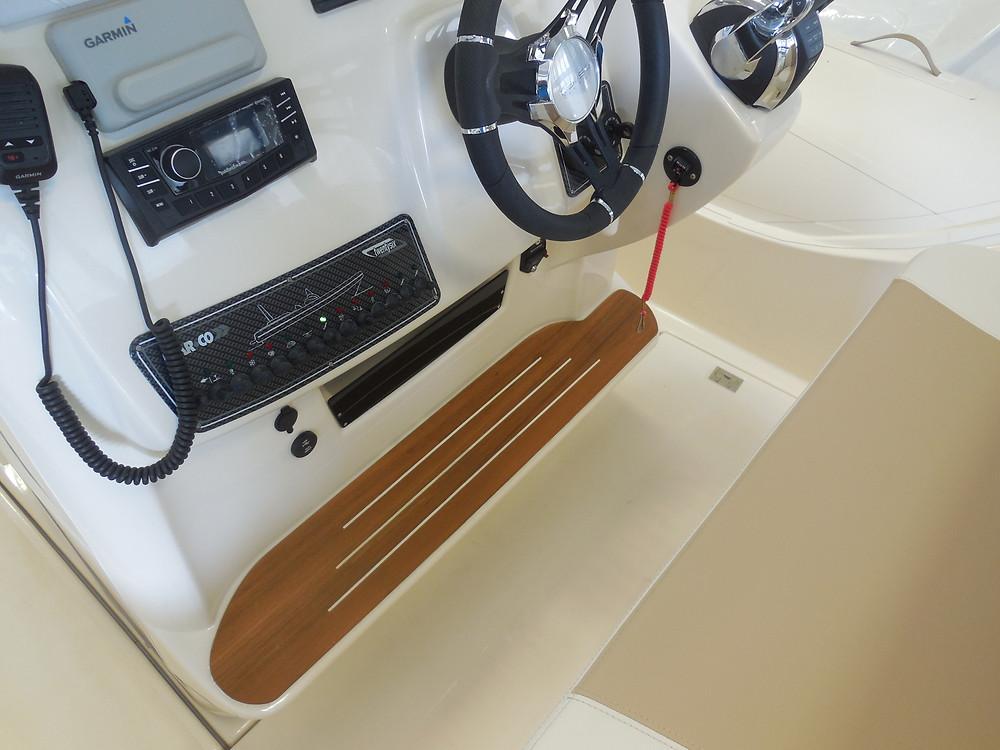 MAR.CO twentysix 8.43 meters rigid inflatable boat console