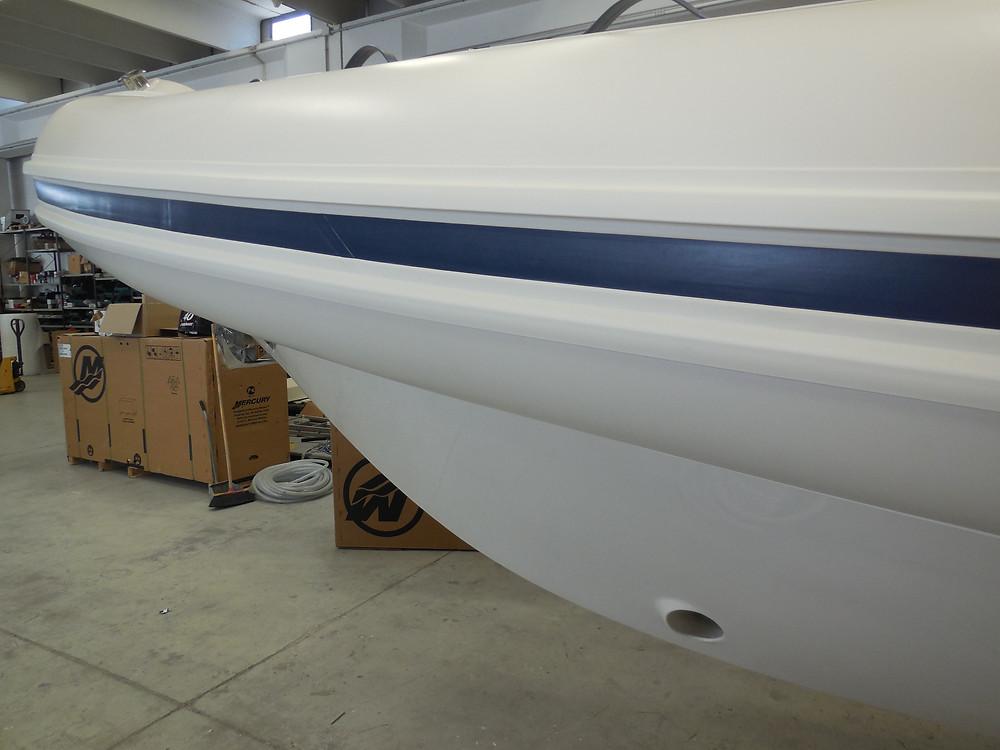 MAR.CO e-motion 32 gommone cabinato 9 98 metri ancora di prua