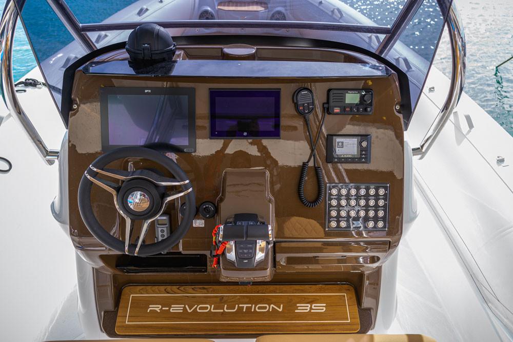 mar.co marine r-evolution 35 console