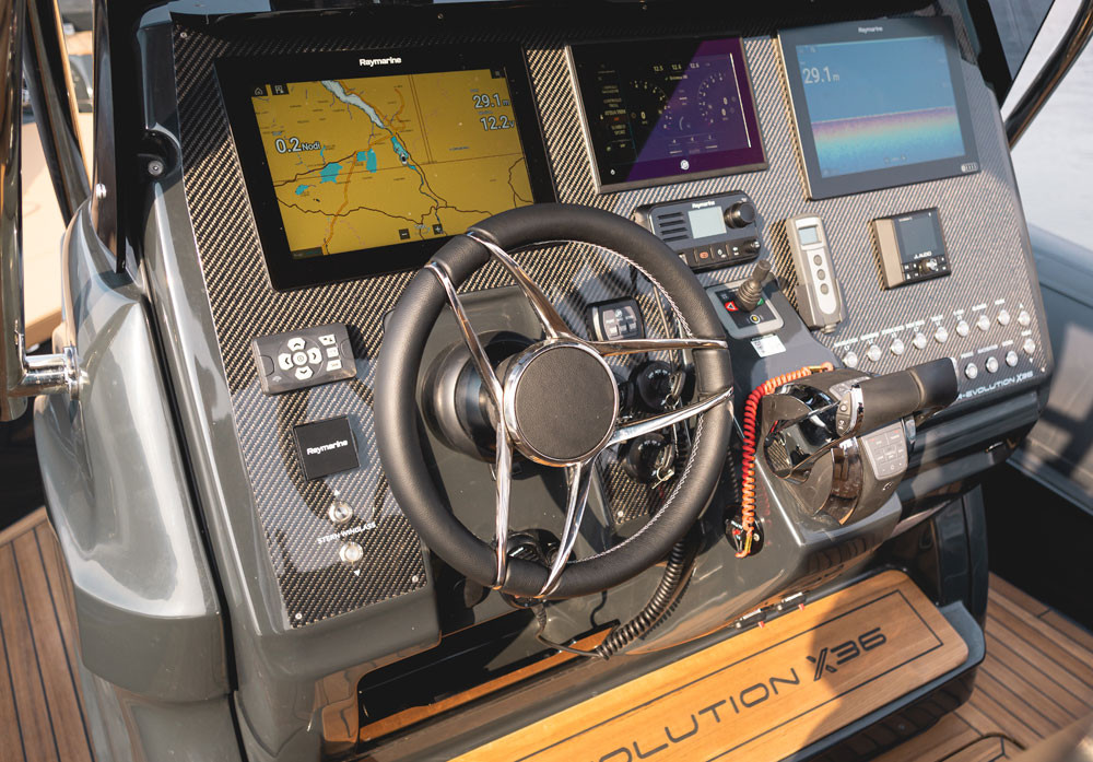 "raymarine axiom 12"" display"