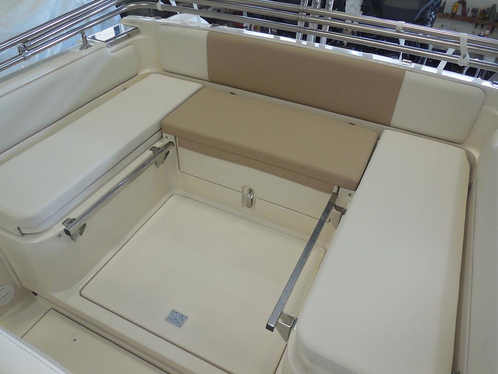 MAR.CO twentysix 8.43 meters rigid inflatable boat dinette area
