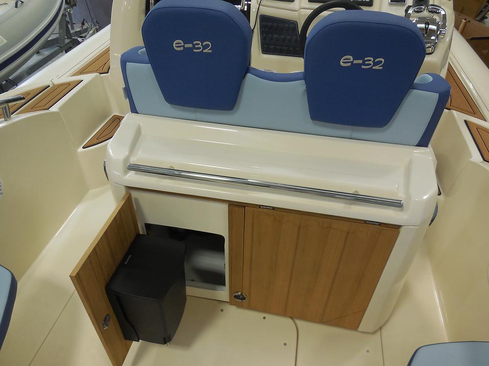 MAR.CO e-motion 32 gommone cabinato 9 98 metri pattumiera