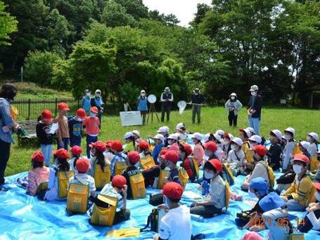 2021年5月14日 酒井根東小2年生と小金原くるみ園の子どもたちが下田の杜に来ました!