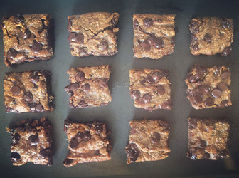 Easy Vegan-Paleo Fudge Blondies!