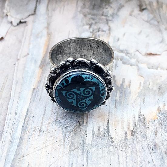 Blue Tri Fitheach Ring