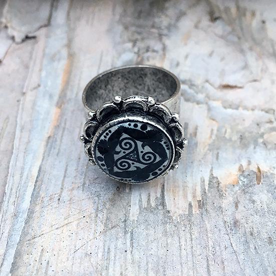 Black Tri Fitheach Ring