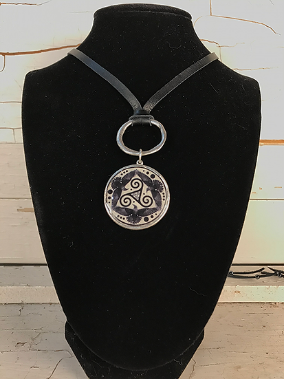 Silver Tri Fitheach Deerskin Lace Necklace
