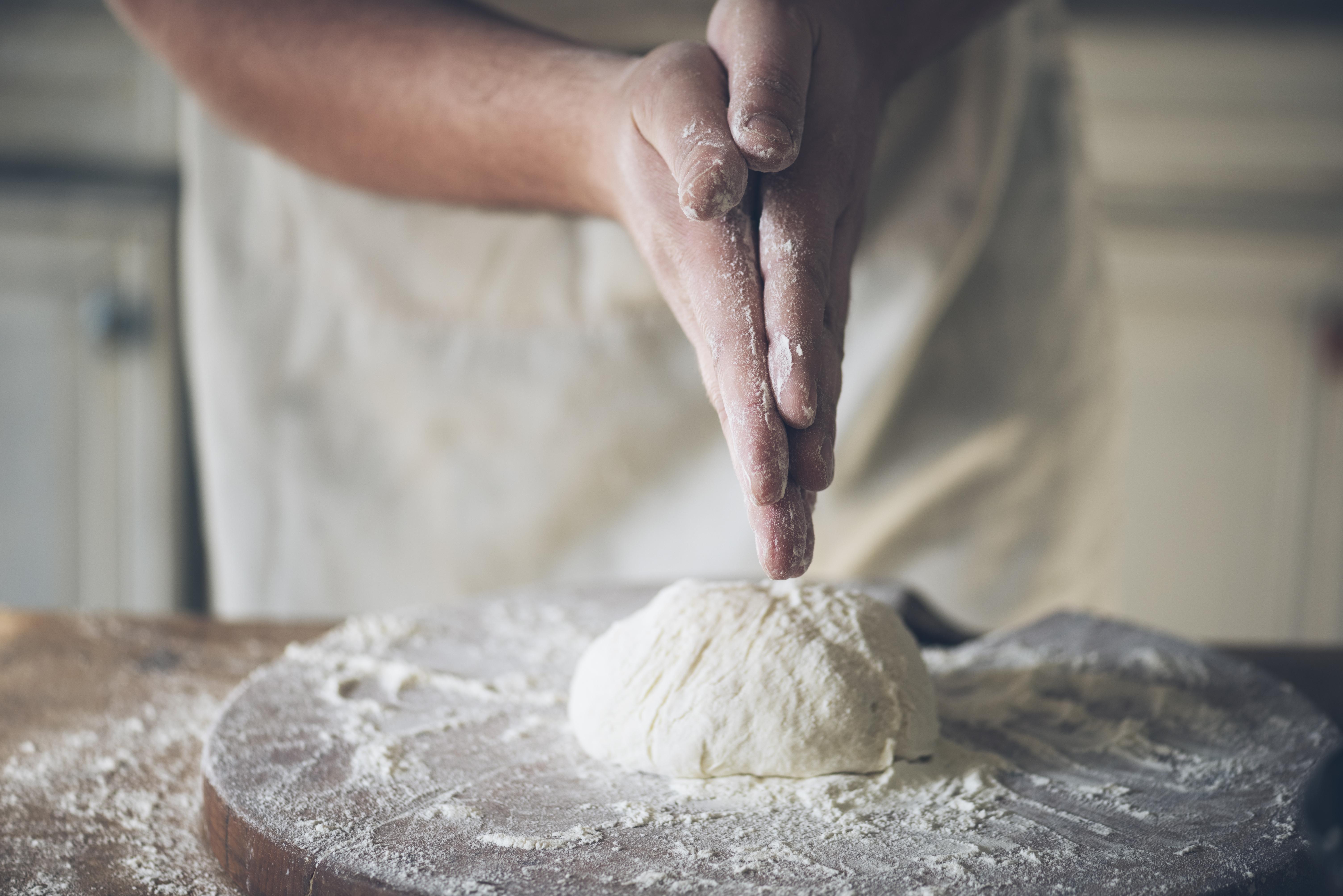 baking-bread-P6LAGHU