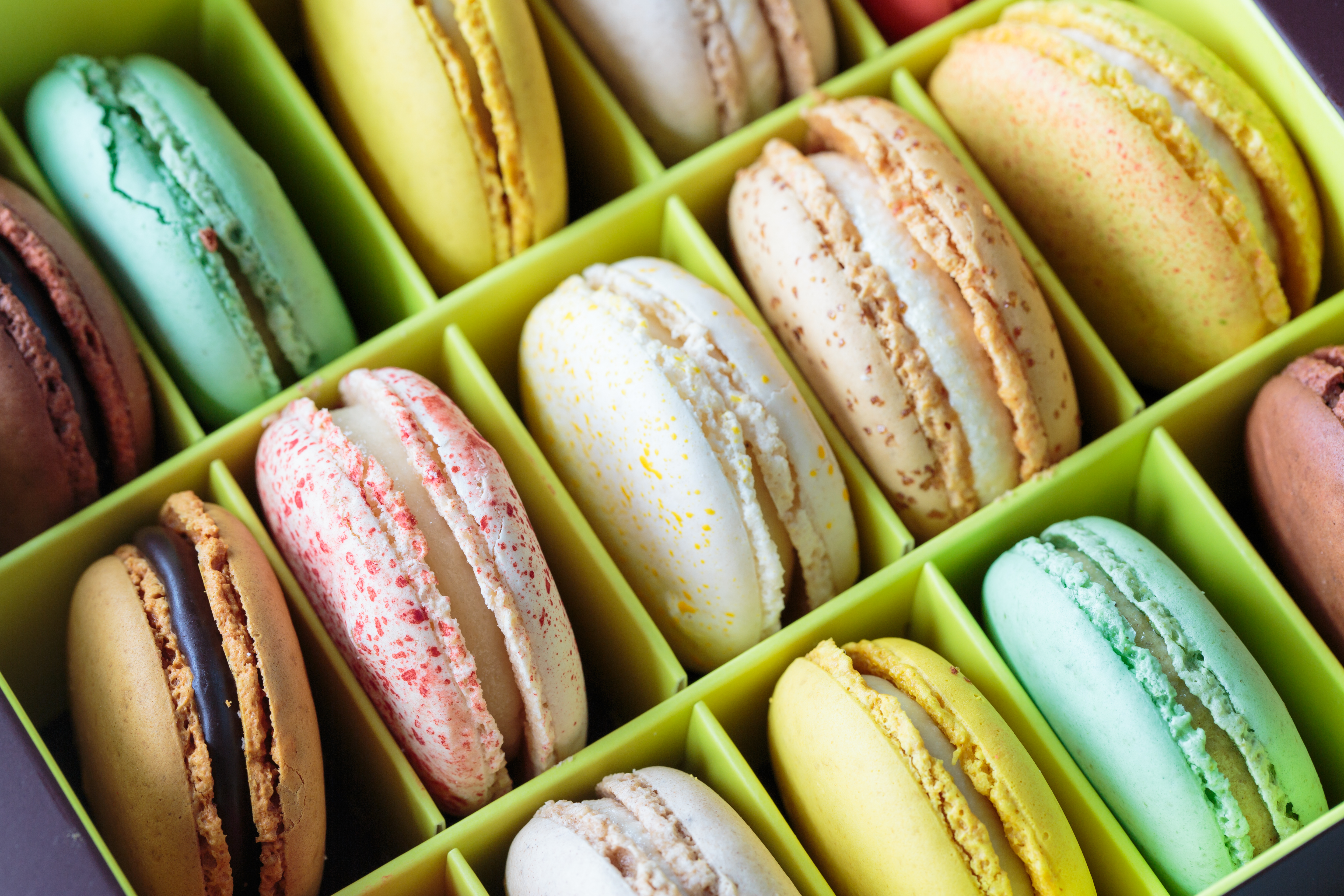 french-macarons-PCDMB33