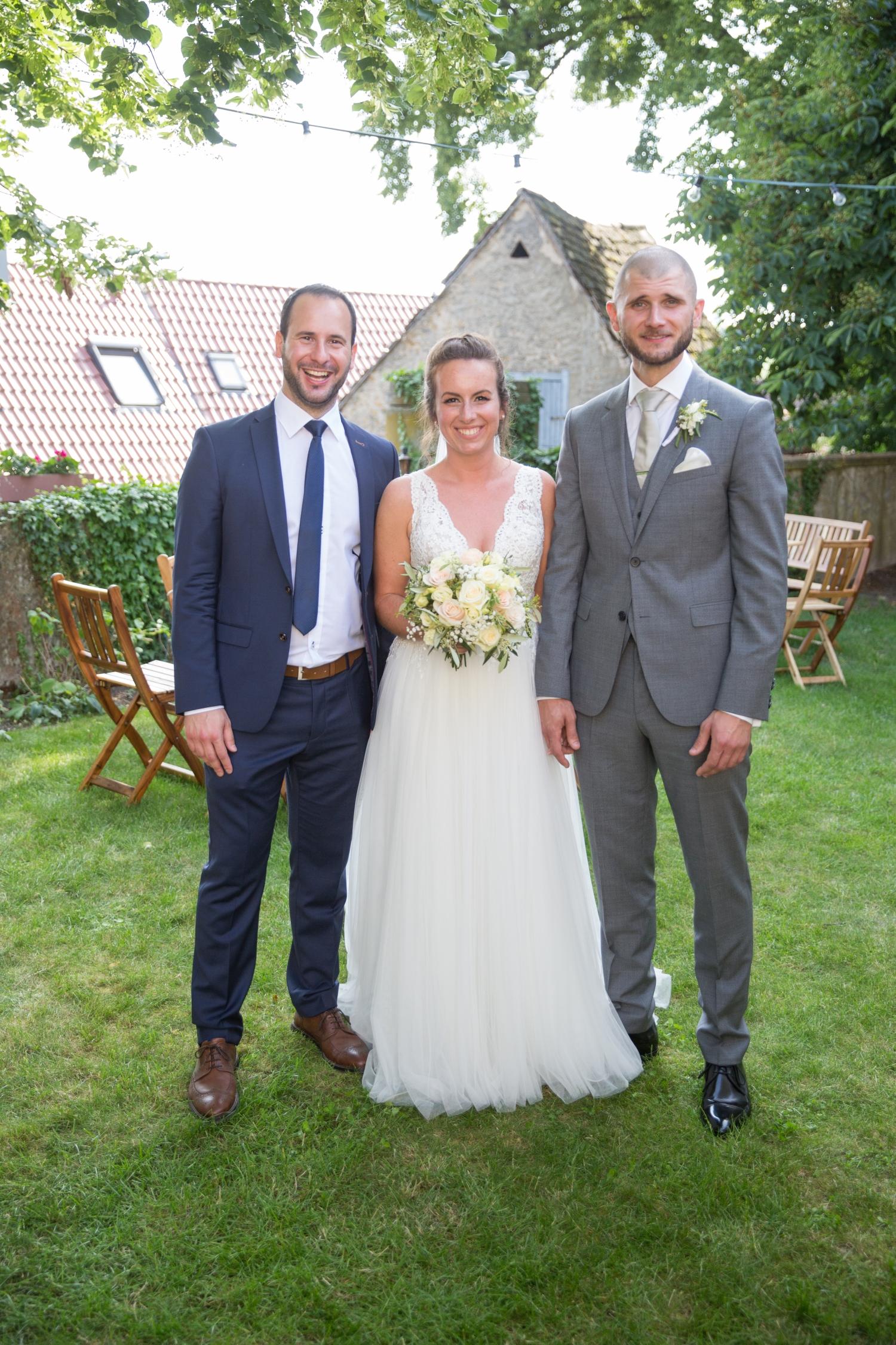 Trauredner Steffen mit Brautpaar