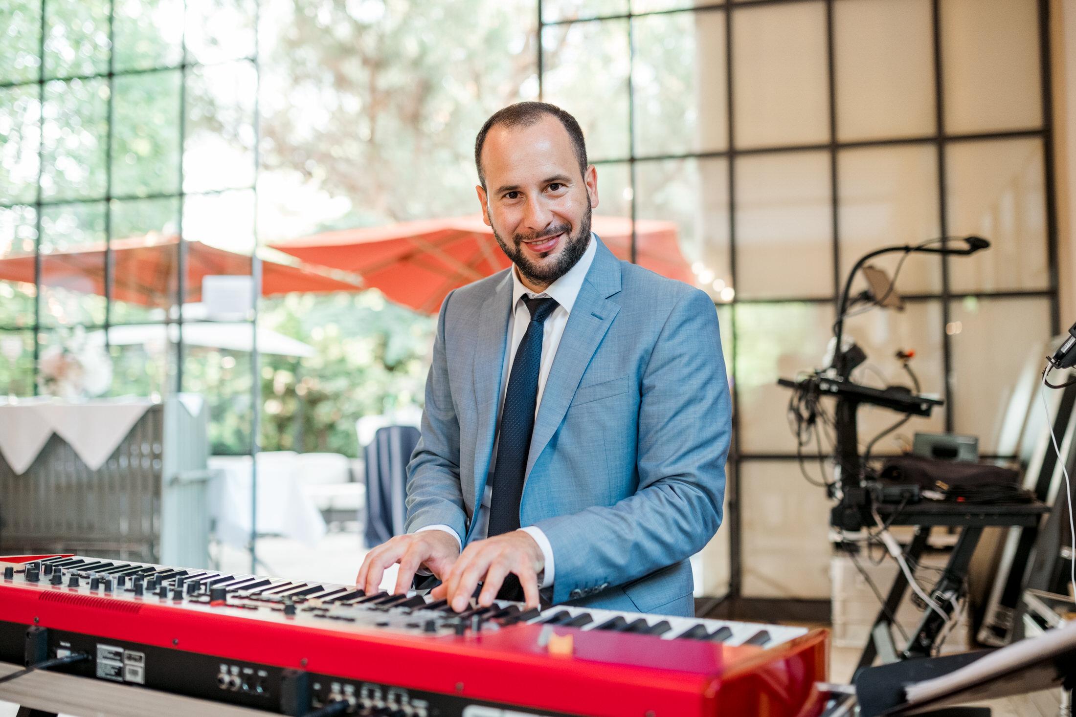 Trauredner, Pianist und Sänger