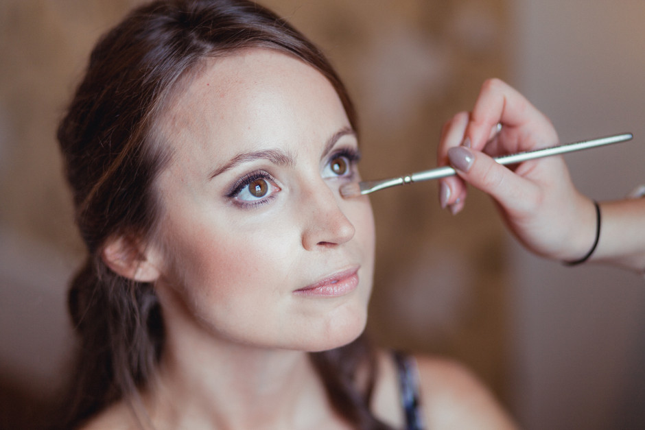 Why do you need a professional make up artist for your wedding?