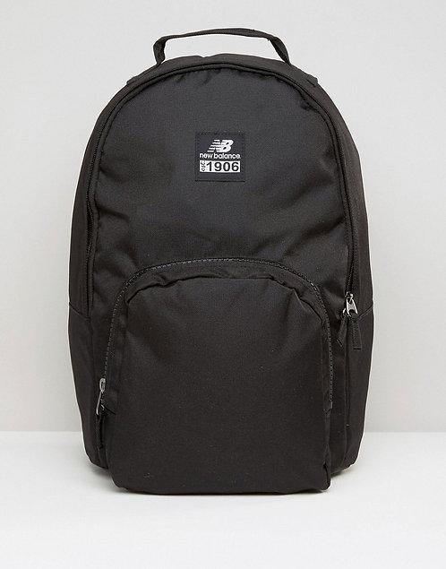 Черный рюкзак New balance.