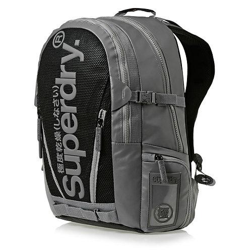 Superdry Mesh Tarp Grey Модный серый-сетчатый непромокаемый рюкзак Superdry для мужчин.