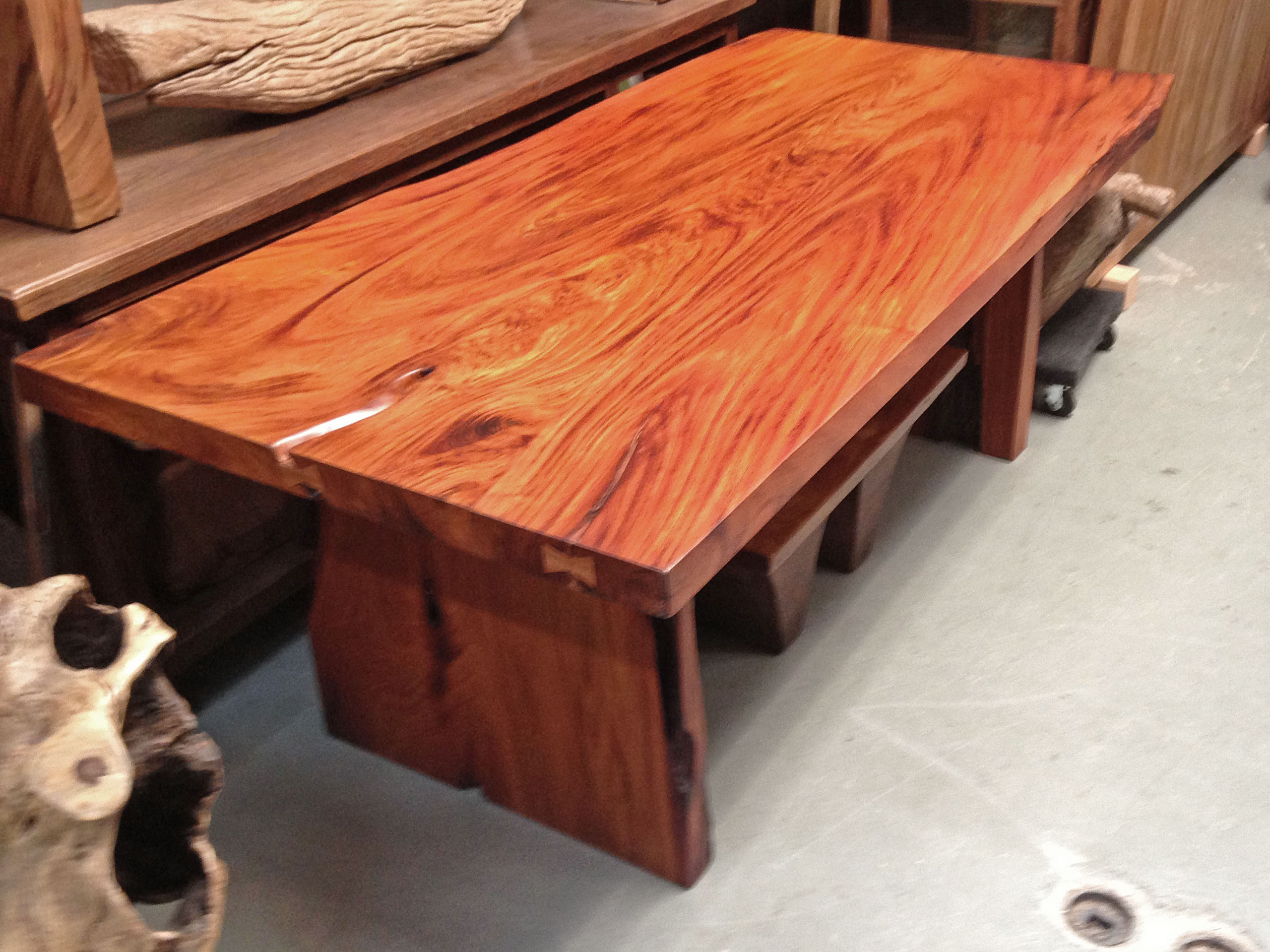 Makha wood table