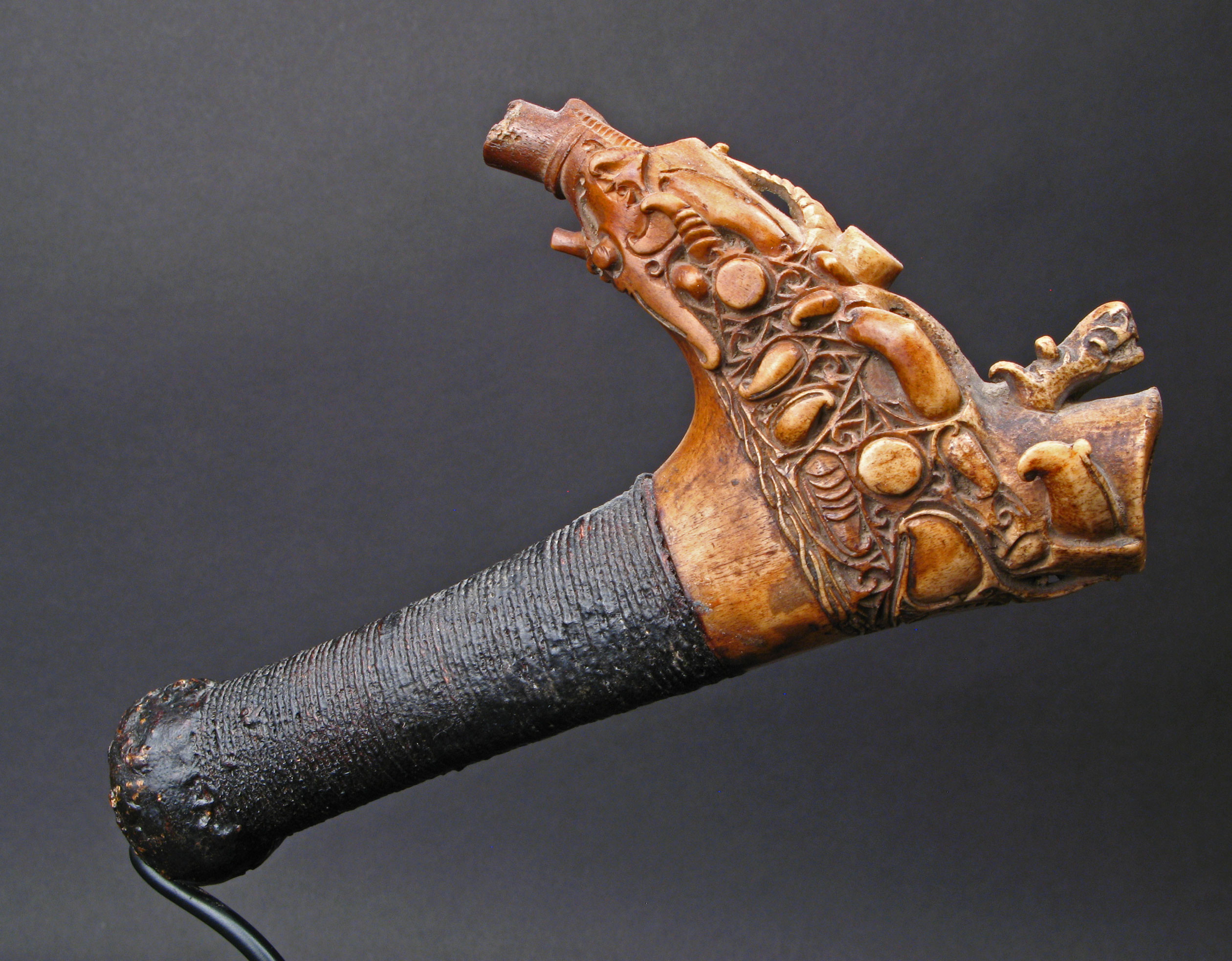Mandau Hilt, Ornate