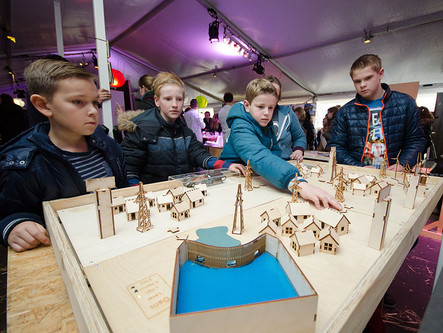 Young people learn about sustainable energy – i.e. smart grids