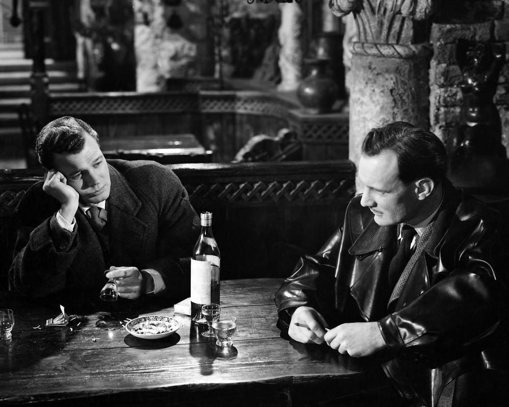 Joseph Cotton, Trevor Howard, wine bottle - A Classic Review