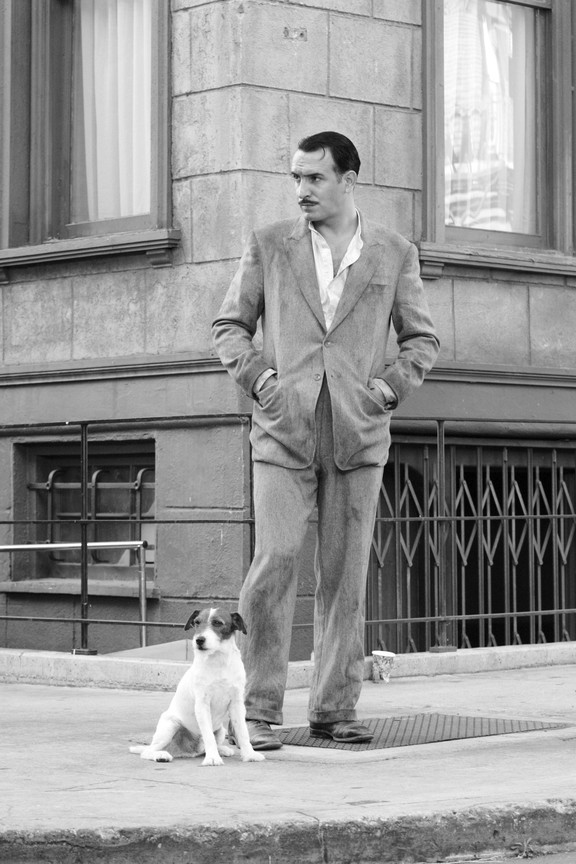 The dog (Uggie), George (Jean Dujardin) - A Classic Review