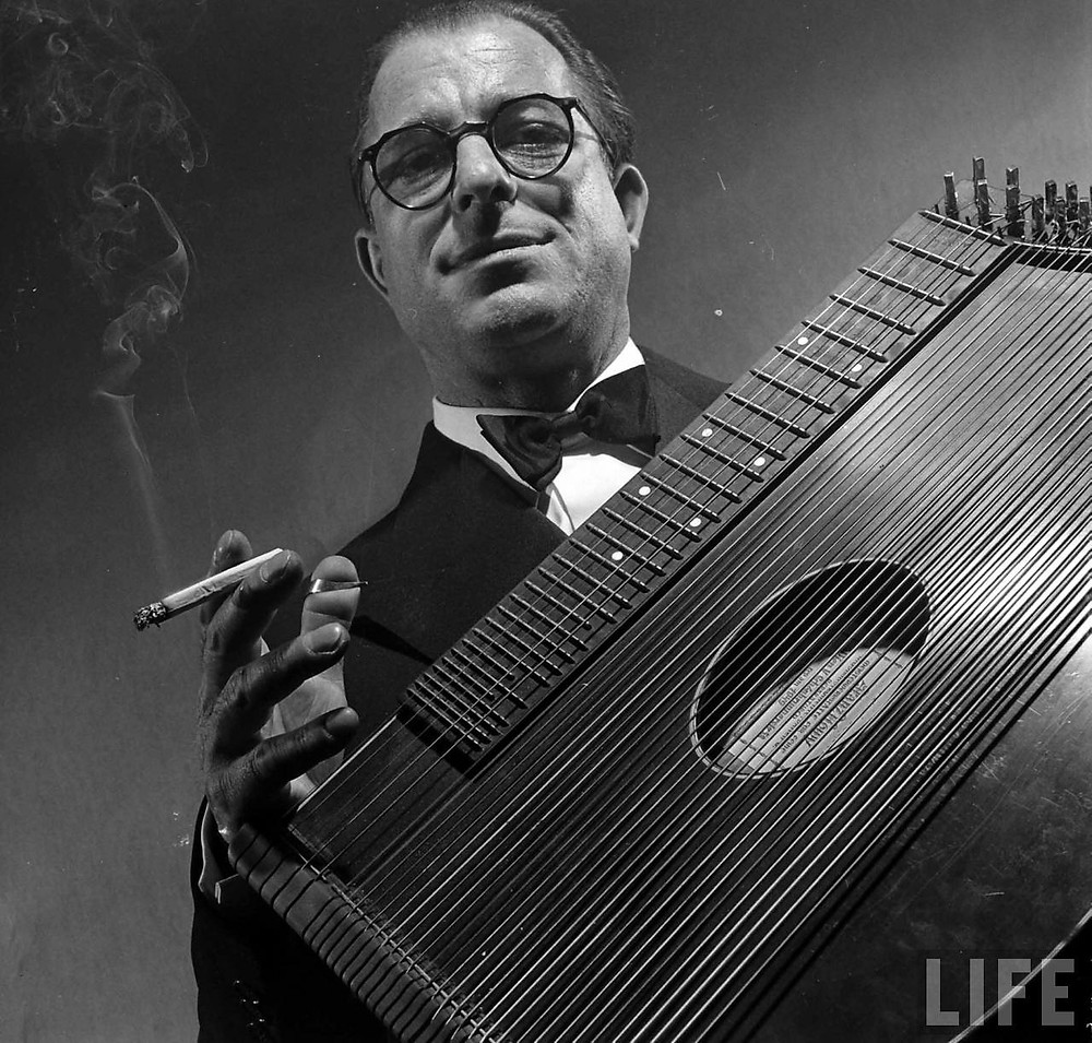 Anton Karas playing zither - A Classic Review