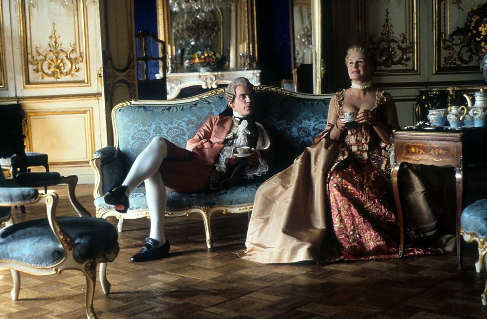 Marquise de Merteuil (Glenn Close), the Vicomte de Valmont (John Malkovich) - A Classic Review