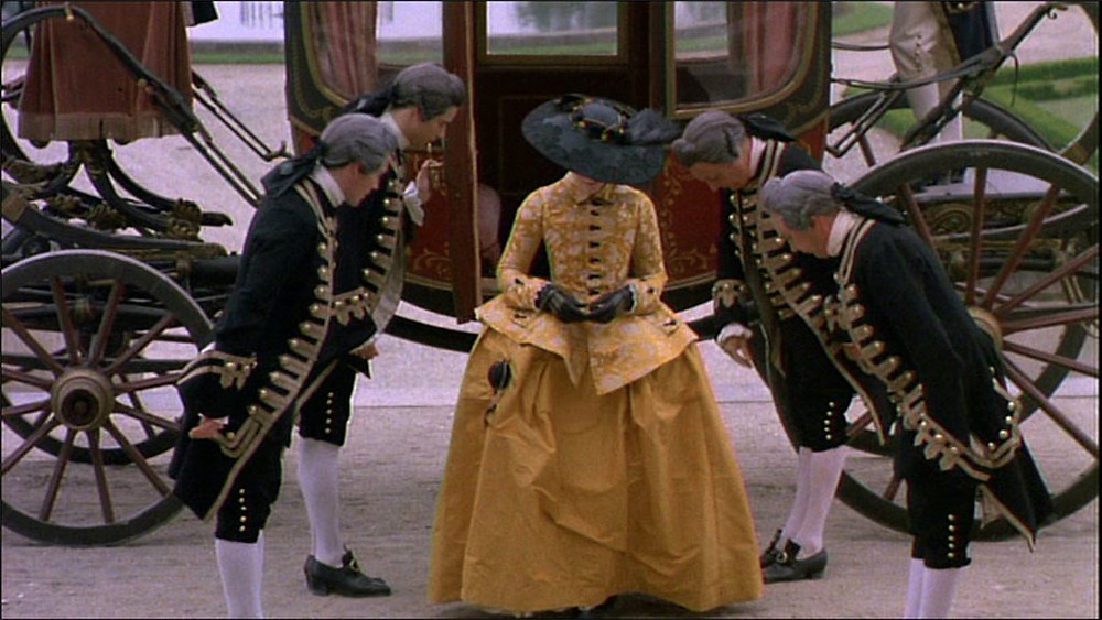Marquise de Merteuil (Glenn Close), - A Classic Review - A Classic Review