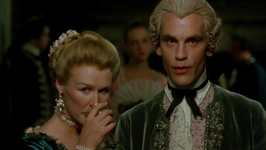 Marquise de Merteuil (Glenn Close), the Vicomte de Valmont (John Malkovich), Madame de Tourvel - A Classic Review