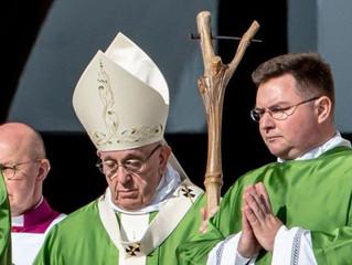 O que significa o báculo que o Papa Francisco usou na Missa de abertura do Sínodo?