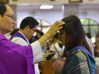 Quarta-feira de Cinzas: Deve-se responder quando o sacerdote impõe a cinza?