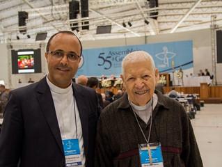 Encontro de gerações entre o bispo mais idoso e o mais jovem na 55ª Assembleia Geral