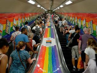 """Proíbem funcionários de metrô de Londres de dizer """"senhoras e senhores"""""""