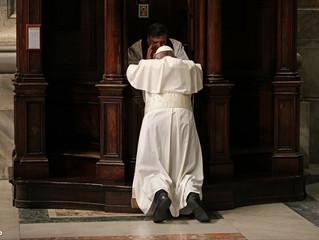 """""""Não se nasce confessor, se aprende a sê-lo"""", diz confessor de Bergoglio"""