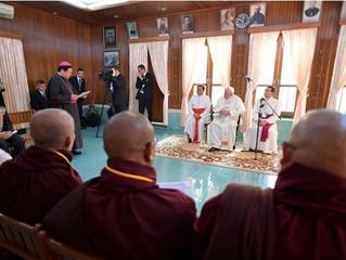 Em encontro extraoficial, Papa recebe líderes religiosos em Yangun