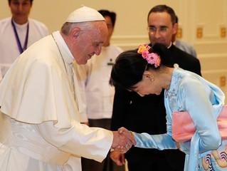 Papa e Suu Kyi: dois líderes, único ideal