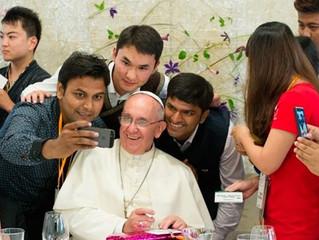 Papa Francisco a jovens: Contagiem com a alegria que nasce do amor de Deus