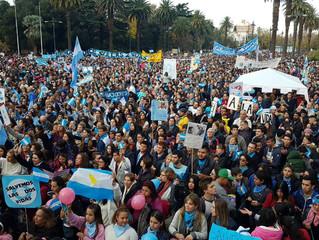 Argentina: Dezenas de milhares marcharam pela vida e contra a legalização do aborto